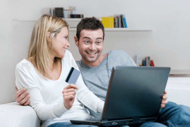 shopping online couple store